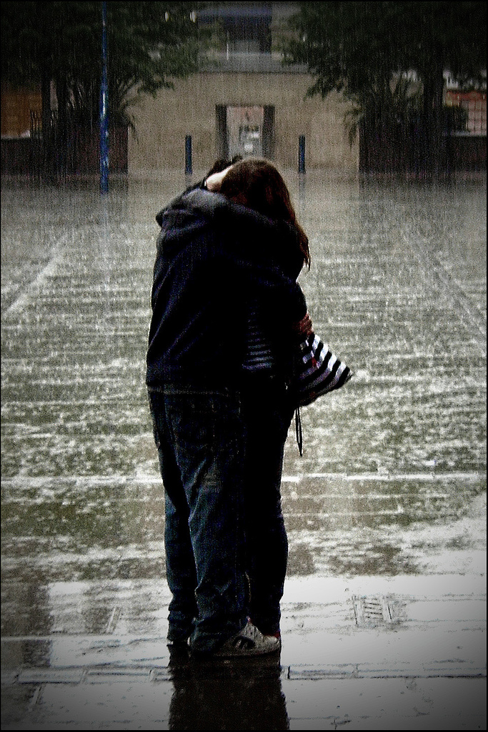 [تصویر: love-picture-hug-couple-rain-orangeacid.jpg]
